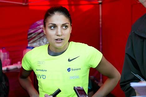 Nooralotta Neziri paransi taas 60 metrin aitojen Suomen ennätystä.