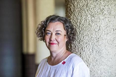 Johanna Korhonen arvostaa journalistin työtä niin lehdissä, tv:ssä kuin radiossa. Nykyään hän johtaa myös kirjakustantamoa.