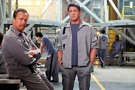 Rottmayerilla (Arnold Schwarzenegger) ja Breslinillä (Sylvester Stallone) on pakosuunnitelma.