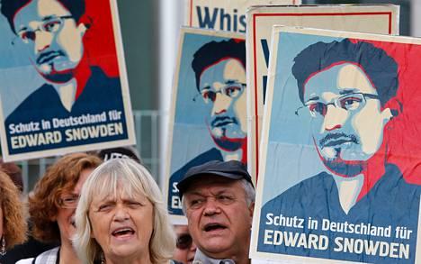 Berliinissä mielenosoittajat puolustivat torstaina tietovuotaja Edward Snowdenin oikeutta turvapaikkaan Saksassa. Ranska liittyi torstaina Snowdenilta turvapaikan evänneiden maiden joukkoon.