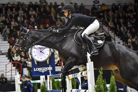 Anna-Julia Kontio ja Ornellaia kilpailivat Helsinki Horse Show'ssa lokakuun lopussa.