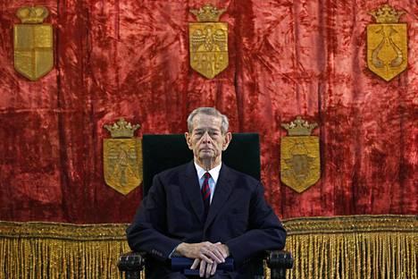 Romanian entinen kuningas Mikael I osallistui Bukarestissa vuonna 2012 seremoniaan, joka liittyi aukion nimeämiseen hänen kunniakseen.