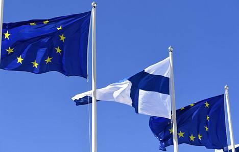 HS kokosi keskeiset asiat sekä EU:lle että Suomelle poikkeuksellisen merkittävästä elpymispakettipäätöksestä. Eduskunta keskustelee asiasta tänään tiistaina ja äänestää huomenna keskiviikkona.