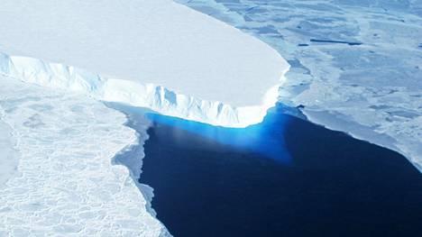 Nasan ilmakuvassa näkyy Thwaitesin jäätikkö Antartiksella. Kuva on vuodelta 2014.