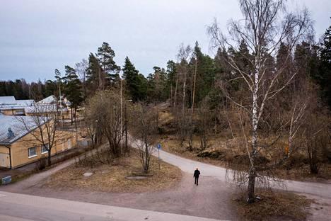 Merilahden peruskoulun viereiseen Ison Kallahden puistoon suunnitellaan asuinrakentamista. Suuri osa puistosta kuitenkin säästettäisiin rakentamiselta.