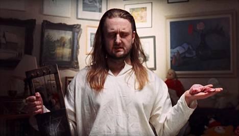 Pekko Käppi keskittyy Hullu kukko -kappaleen videoversiossa.