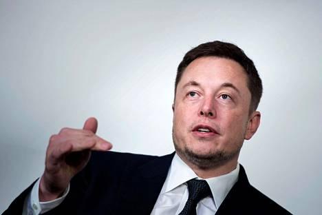 Teslan osakekurssi nousi Elon Muskin Twitter-viestin jälkeen.