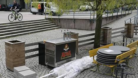 Helsingissä sijaitsevan ravintola Poijun terassi on vielä kiinni. Sen saa avata maanantaina.