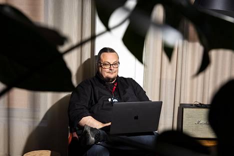 Ohjelmistoyhtiö Solita vastaa Suomen virallisen koronaviruksen jäljityssovelluksen kehittämisestä. Solitan teknologia-asiantuntija Sami Köykän mukaan mobiilisovellus mahdollistaa muun muassa sen, että käyttäjät voivat saada tiedon mahdollisesta altistumisesta nopeammin.