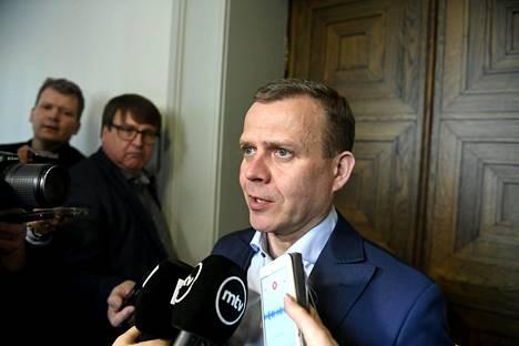 Petteri Orpo kokoomuksen eduskuntaryhmän kokouksen jälkeen perjantaina.