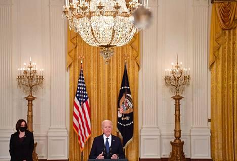 Yhdysvaltojen presidentti Joe Biden on ajanut pandemian taloudellisten vaurioiden korjaamiseen tähtäävän hätärahoituksen lisäämistä.