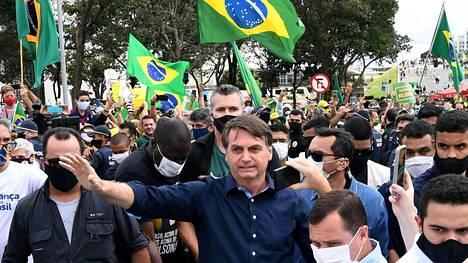 Brasilian presidentti Jair Bolsonaro tervehti kannattajiaan pääkaupungissa Brasíliassa viime sunnuntaina.