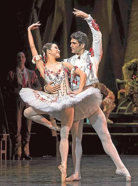 Don Quijoten rooleissa tanssivat Sergio Torrado ja Eun-Ji Ha.