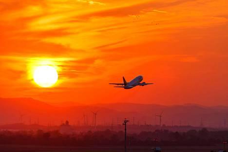 Lentäminen kasvaa vauhdilla, mutta päästöihin olisi mahdollista puuttua.
