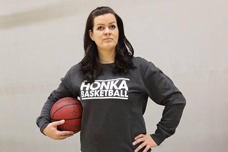 Tapiolan Hongan yhteisömanageri Sonja Herrala kertoo, että seura on saanut paljon kannustavaa palautetta kerrottuaan julkisuuteen tilanteen vakavuudesta.