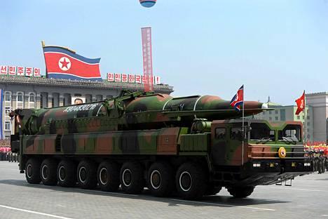 Pohjois-Korea esitteli viime vuoden huhtikuussa ohjusarsenaaliaan Pjongjangissa. Asiantuntijat epäilivät ohjusten aitoutta.