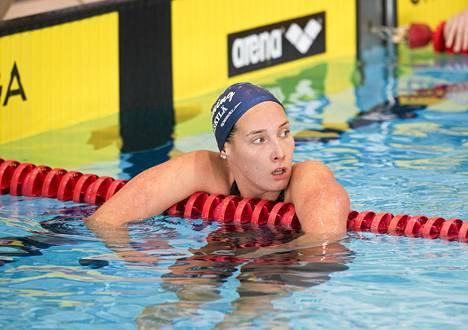 Laura Lajunen ui Suomen ennätyksen 400 metrin vapaauinnissa.