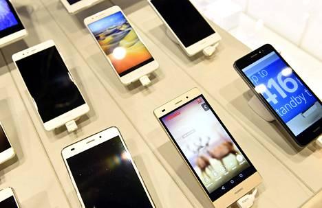 Suomessa myytiin viime vuonna 2,3 miljoonaa älypuhelinta.