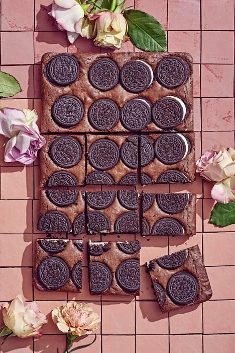 Täytekeksin maku maistuu myös browniessa, valitse leivontaan siis suosikkimakujasi.