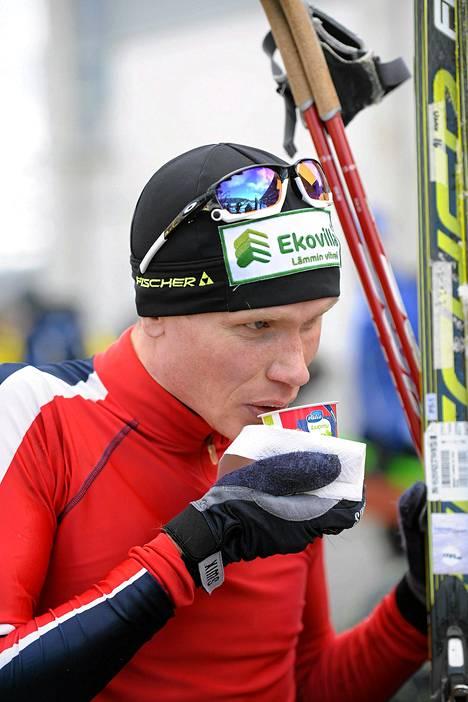 Juha Lallukka miesten vapaan 10 km matkalla Jyväskylän SM-hiihdoissa 21. maaliskuuta 2014.