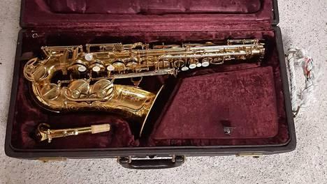 Alttosaksofoni Keilwerth Ponzol on yksi niistä soittimista, joita Kaartin soittokunta parhaillaan kauppaa nettihuutokaupassa.