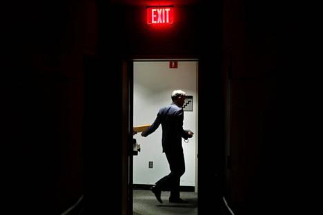 Englannin pankin pääjohtaja Mark Carney poistuu kansainvälisen pankkijärjestö IIF:n kokouksesta Washingtonissa torstaina.
