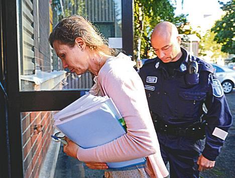 Anneli Auer saapui Satakunnan käräjäoikeuteen torstaina.