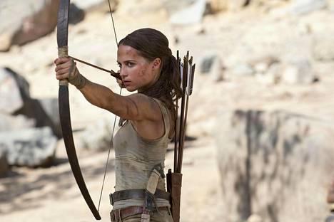 Alicia Vikander ei onnistu pelastamaan videopeliä muistuttavaa elokuvaa.