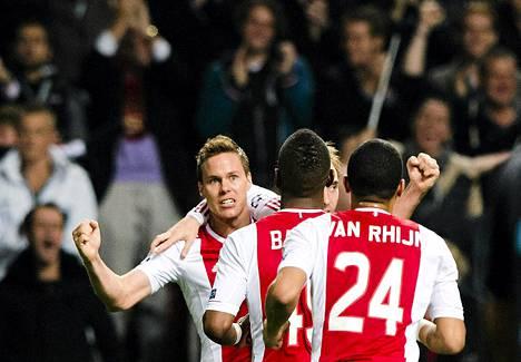 Ajaxin Niklas Moisander tuulettaa maaliaan ottelussa Ajax Amsterdam vs. Manchester City.