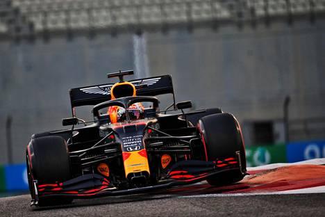 Max Verstappenin Redbull-autossa on Hondan moottori.