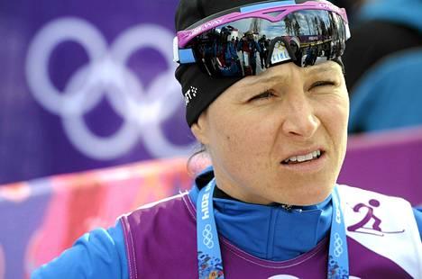 Aino-Kaisa Saarinen ennakoi Norjan romahdusta naisten olympiaviestissä.