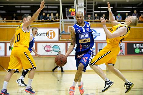 Seagullsin Eero Lehtinen (vas.) ja Jarkko Kyllönen (oik.) ja Katajan Robert Arnold kohtasivat myös Helsingissä tammikuussa.