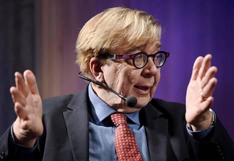 Suomen ilmastopaneelin puheenjohtaja, professori Markku Ollikainen esiintyi ilmastoraportin julkistamistilaisuudessa Helsingissä maanantaina.