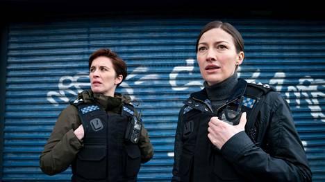 Joanne Davidson (Kelly Macdonald, oik.) on Kate Flemingin (Vicky McClure) uusi pomo.