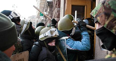 Mielenosoittajien hyökkäys maatalosuministeriöön tammikuun lopulla Kiovassa Ukrainassa tammikuun lopulla.