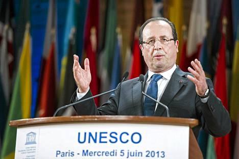 François Hollande puhui Unescon päämajassa Pariisissa keskiviikkona.