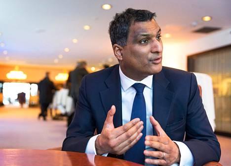 Europarlamentin konservatiiviryhmän johtaja Syed Kamall.