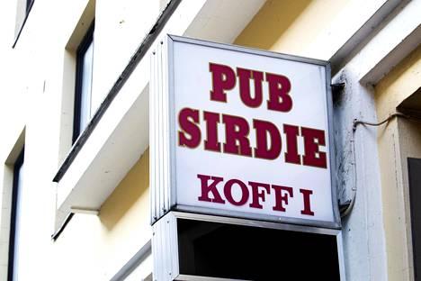 Piskuinen, 20-paikkainen Pub Sirdie Kolmannella Linjalla Kalliossa on joutunut koronan takia puolittamaan asiakaspaikkansa 10:een.