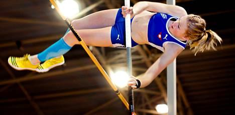 Wilma Murto ylitti viime lauantaina Jyväskylän hallikisoissa 415 senttiä. Hänen ennätyksensä 431 syntyi viime viikon sunnuntaina Turussa.