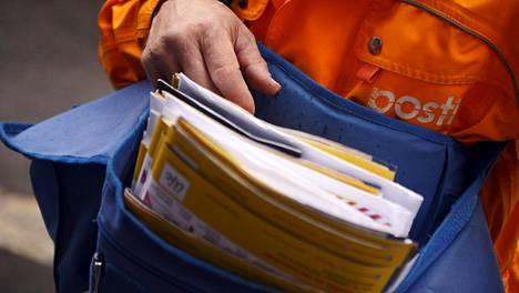 Liikenneministeriö olisi halunnut lisää kilpailua lehtien ja kirjeiden jakeluun. postien jakelua.