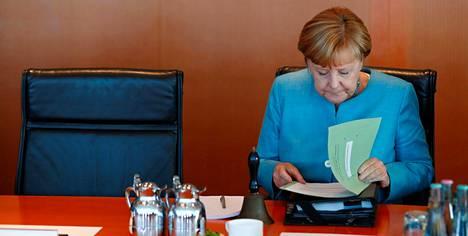 Kovapalkkaiset EU-virkailijat, ottakaa Angela Merkelistä mallia!