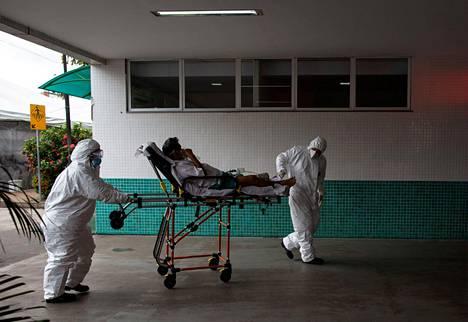 Potilasta kuljetetaan 28 de Agoston sairaalaan Manaukseen.