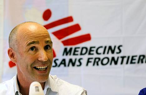 Lääkärit ilman rajoja -järjestön ohjelmajohtaja Will Robertson kertoi lehdistölle Nairobissa, että järjestö vetäytyy Somaliasta.