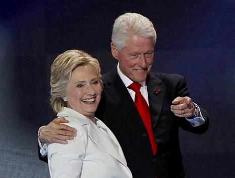 Yhdysvaltain entinen presidentti Bill Clinton aikoo osallistua Trumpin virkaanastujaisiin. Tilaisuudessa on läsnä myös Hillary Clinton, joka kävi Trumpin kanssa värikkään presidentinvaalikampanjan.