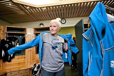 Maalivahti Noora Räty torjui Suomelle voiton.