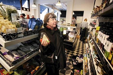Märta Lille teki ostoksia helsinkiläisessä Anton&Anton-luomukaupassa vuonna 2011.