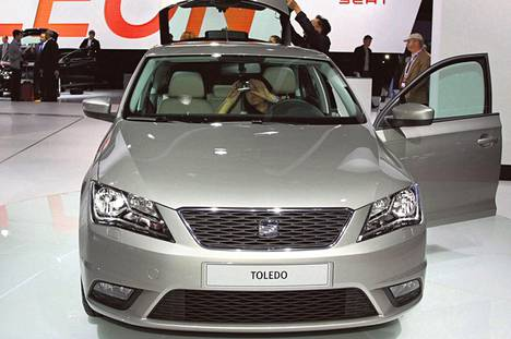 Seat Toledo on Škoda Rapidin sisarauto. Molemmat valmistetaan Tšekin Mlada Boleslavissa. Seat uskoo Espanjan ja muun Euroopan talouskriisin lisäävän tilavan ja kohtuuhintaisen sedanin kysyntää.