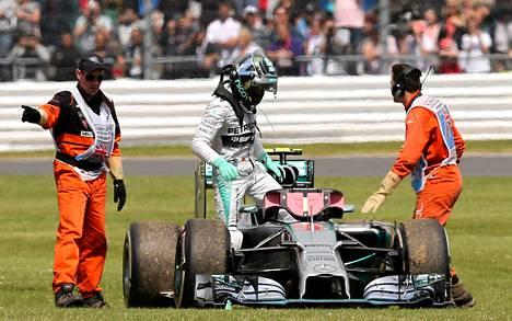 Nico Robergin kisa loppui kesken auton hajottua.