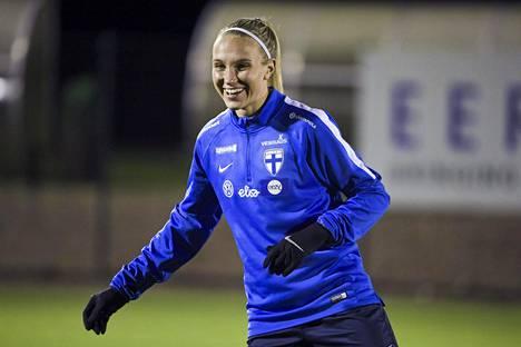 Göteborg FC:tä viime kaudella edustanut Emma Koivisto maajoukkueen harjoituksissa Eerikkälän urheiluopistossa 26. marraskuuta 2020.
