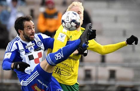 HJK:n Rafinha ja Ilveksen Eemeli Raittinen kamppailivat toukokuun alussa Helsingissä. HJK ja Ilves jakoivat tuolloin pisteet maalittomalla tasapelillä.